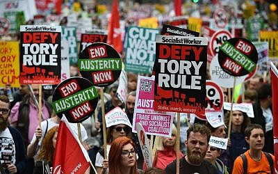 Demonstrators march to protest against the British government's spending cuts and austerity measures in London on June 20, 2015 (AFP PHOTO / BEN STANSALL)