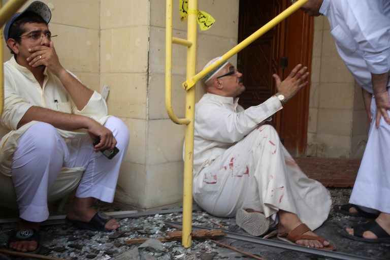Kuwaiti men react at the site of a suicide bombing that targeted the Shiite Al-Imam al-Sadeq mosque during Friday prayers on June 26, 2015, in Kuwait City. (AFP PHOTO / YASSER AL-ZAYYAT)