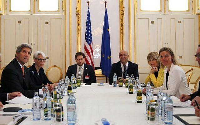 US Secretary of Energy Ernest Moniz (L), US Secretary of State John Kerry (2-L) and US Under Secretary for Political Affairs Wendy Sherman (3-L) meet with European Union foreign policy chief Federica Mogherini (2- R) at a hotel in Vienna on June 28, 2015 (AFP PHOTO / POOL / Carlos Barria)