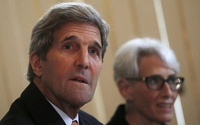 US Secretary of State John Kerry (L) and US Under Secretary for Political Affairs Wendy Sherman meet with European Union foreign policy chief Federica Mogherini (unseen) at a hotel in Vienna on June 28, 2015 as part of  talks between Iran and the US concerning Iran's nuclear program.  (AFP PHOTO / POOL / Carlos Barria)