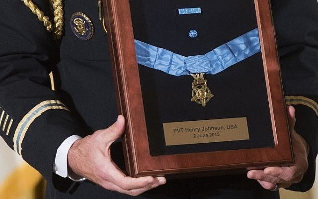 A military aide holds the Medal of Honor for the late Army Private Henry Johnson, for actions while serving in France during World War I, during a ceremony in the East Room of the White House in Washington, DC, June 2, 2015. (AFP/SAUL LOEB)