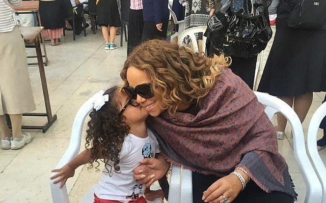 Mariah Carey gets a kiss at the Kotel during a visit to Jerusalem on June 29, 2015. (Maria Carey, Instagram)