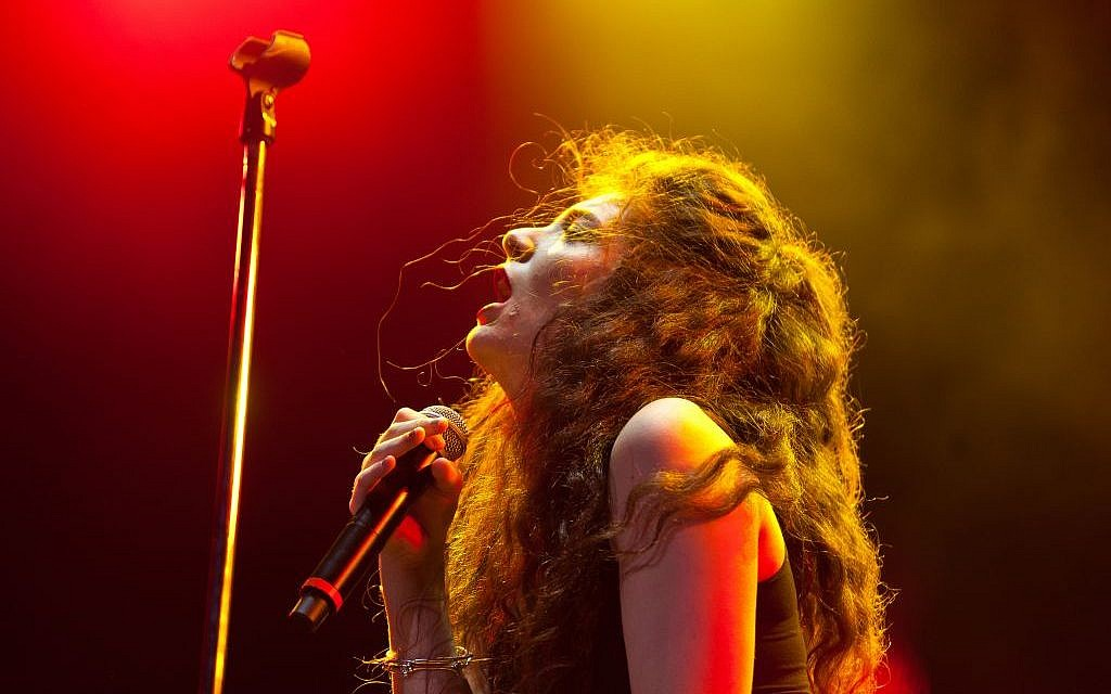 Lorde performs at Britain's Lollapalooza festival in 2014 (CC BY Liliane Callegari/Flickr)