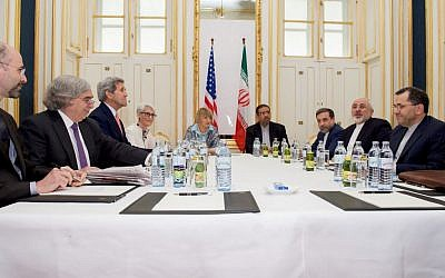 From left: US Secretary of Energy Ernest Moniz, US Secretary of State John Kerry and US Under Secretary for Political Affairs Wendy Sherman meet with Iranian Foreign Minister Mohammad Javad Zarif (second from right), at a hotel in Vienna, Austria, June 27, 2015. (Carlos Barria/Pool via AP)