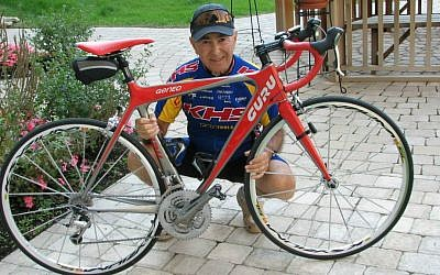 Eighty-year-old Holocaust survivor Marcel Zielinski is an avid cyclist. (Courtesy)