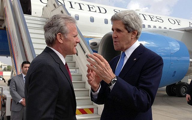 Secretary of State John Kerry and then-ambassador Michael Oren at Ben Gurion Airport in March 2013. (US State Department)