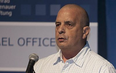Yuval Diskin, a former director of the Shin Bet security agency, speaks at a conference in Tel Aviv, Wednesday, December 4, 2013 (AP Photo/Dan Balilty)