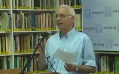 Avi Beker, the former secretary-general of the World Jewish Congress and longtime head of its Israel office,  speaking in a conference in Jerusalem on April 27, 2010. Beker died from cancer Thursday at the age of 64. (Screen capture: YouTube)