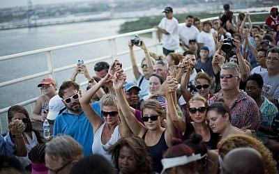 People join hands in a moment of silence as thousands of marchers meet on Charleston's main bridge in a show of unity after nine black church parishioners were gunned down during a Bible study, Sunday, June 21, 2015, in Charleston, S.C. (AP Photo/David Goldman)