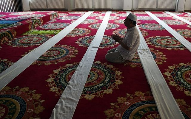 A Chinese Muslim man offers prayers on the first day of Ramadan, the Muslim holy month, at a mosque in Beijing on June 18, 2015. (AFP/Greg Baker)