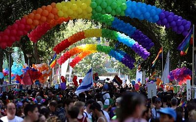 Arches of rainbow-hued balloons at Tel Aviv's Gay Pride parade in June 2015. (Guy Yehiely/City of Tel Aviv-Jaffa)
