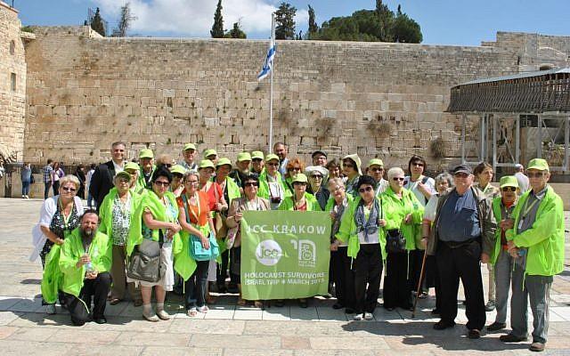 Members of Krakow JCC senior's club at the Western Wall in Jerusalem, Israel, March 2015. (Ishbel Szatrawska)