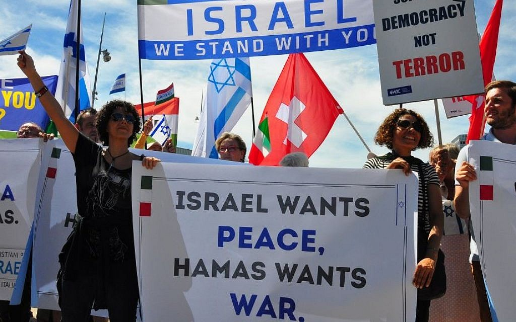 Europeans demonstrate in support of Israel across from the UN building in Geneva, June 29, 2015 [courtesy/Michael Thaidigsmann]