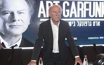 Art Garfunkel talking about music, Israel and his Jewish upbringing, Tel Aviv, June 8, 2015 (Courtesy Eliran Avital)