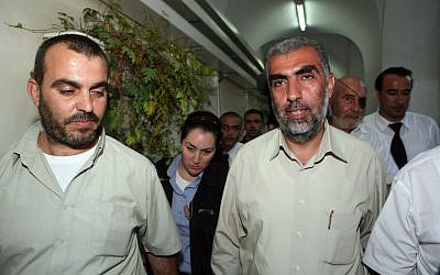Sheikh Kamal Khatib of the Islamic movement, right, is brought to arraignment in a Jerusalem court after being arrested for provoking riots on the Temple Mount and East Jerusalem, October 4, 2009 (Matanya Tausig/Flash90)