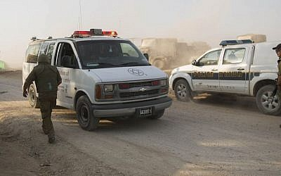 Illustrative photo of an Israeli ambulance beside a Border Police patrol car (Yonatan Sindel/Flash90)