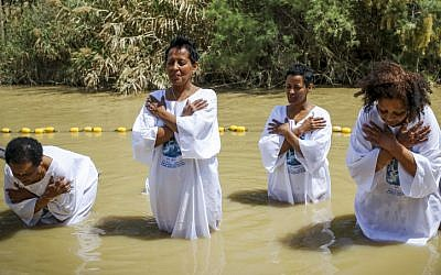 Women get baptized in the Jordan River during the Orthodox Easter celebrations on April 11, 2015. (Maxim Dinshtein/Flash90)