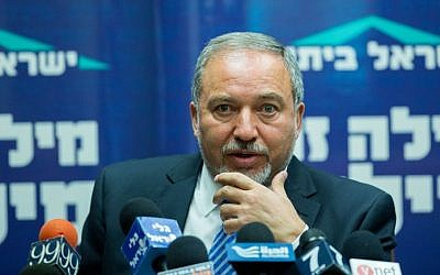Yisrael Beytenu chairman Avigdor Liberman speaks during a party meeting at the Knesset, Jerusalem May 25, 2015. (Yonatan Sindel/Flash90)