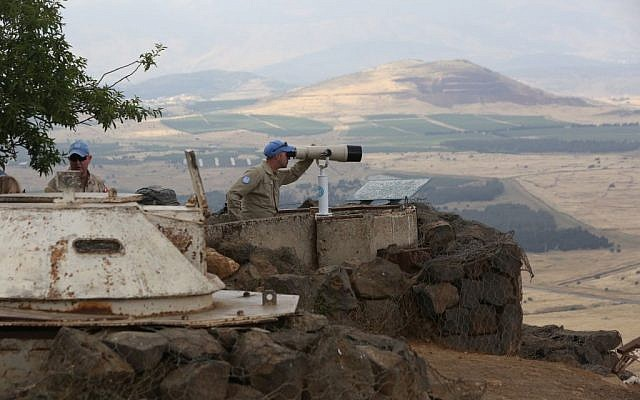 UN observers atop Mount Bental on the Israeli side of the border with Syria, close to the city of Quneitra, on May 30, 2015. (Yossi Zamir/Flash90)
