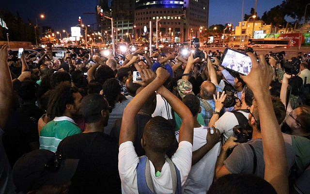 Ethiopian-Israelis protest police brutality and their mistreatment in Israeli society, in Tel Aviv, on June 03, 2015. (FLASH90)