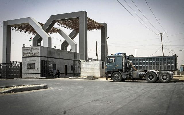 Kerem Shalom crossing seen closed from the Gazan side, on June 7, 2015. Israel closed the crossing following rocket fire. (Abed Rahim Khatib/Flash 90)