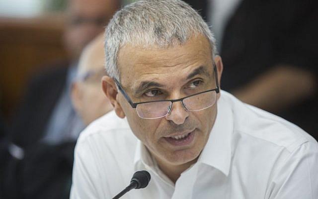 Finance Minister Moshe Kahlon speaks at the Prime Minister's Office in Jerusalem on June 8, 2015. (Yonatan Sindel/Flash90)