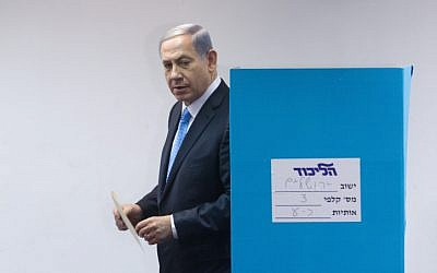 Prime Minister Benjamin Netanyahu votes at a polling station in Jerusalem on the method of elections within the Likud party for the upcoming government elections. June 14, 2015.(Miriam Alster/FLASH90)