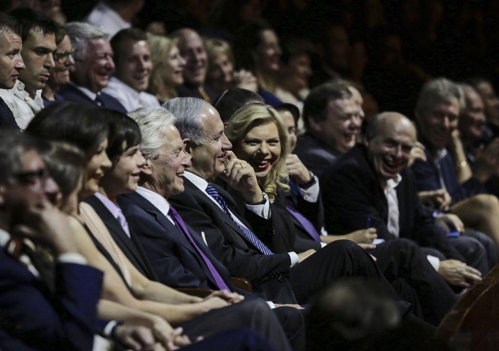 Carys Douglas, Catherine Zeta-Jones, Dylan Douglas, Michael Douglas, Prime Minister Benjamin Netanyahu, Sara Netanyahu and Natan Sharansky at the Genesis Prize Ceremony, June 18, 2015 (Marc Israel Sellem/Flash 90)
