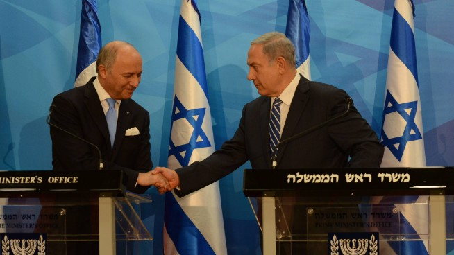Prime Minister Benjamin Netanyahu meets with French Foreign Minister Laurent Fabius, June 21, 2015. (Haim Zach / GPO)