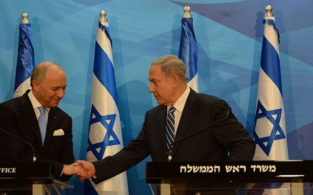 Prime Minister Benjamin Netanyahu (right) meets with French Foreign Minister Laurent Fabius (left) in Jerusalem, June 21, 2015. (Haim Zach/GPO)