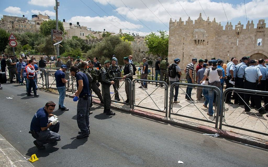 Security officers at the site where a Palestinian man stabbed an Israeli border police officer near Damascus Gate, Jerusalem Old City, June 21, 2015. (Photo by Yonatan Sindel/Flash90)