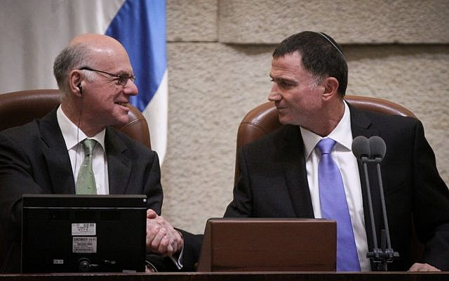 Knesset Chairman Yuli Edelstein shakes hands with President of the German Parliament (the Bundestag), Professor Norbert Lammert (L), at the Knesset Plenary,  June 24, 2015 (Isaac Harari/Flash90)