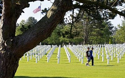 Illustrative photo of an American military cemetery (AP/Remy de la Mauviniere)
