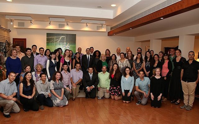 US Ambassador to Israel Dan Shapiro (standing center) surround by the 65 Israeli and American Fulbright awardees at the May 28, 2015 ceremony (Photo credit: Courtesy)