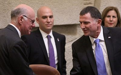 German Bundestag President Norbert Lammert (left) shakes hands with Knesset Chairman Yuli Edelstein at the Knesset in Jerusalem on Wednesday, June 24 2015. (Knesset)