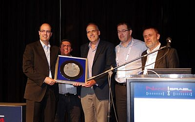 Qlight was awarded the Chief Scientist's prize for nanotechnology at the Israel Nanotech event in March 27 2014. (L to R) Chief Scientist of the Ministry of Economy of the State of Israel, Dr. Avi Hasson, Qlight Nanotech's VP R&D, Professor Uri Banin, Qlight Nanotech's founder and CTO, Yaacov Michlin, CEO of Yissum and Chairman of the Board of Qlight Nanotech, and Dr. Volker Hilarius, Director International Projects at Merck. (Courtesy)
