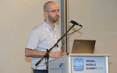Ofir Leitner speaks at the Israel Mobile Summit (Courtesy)