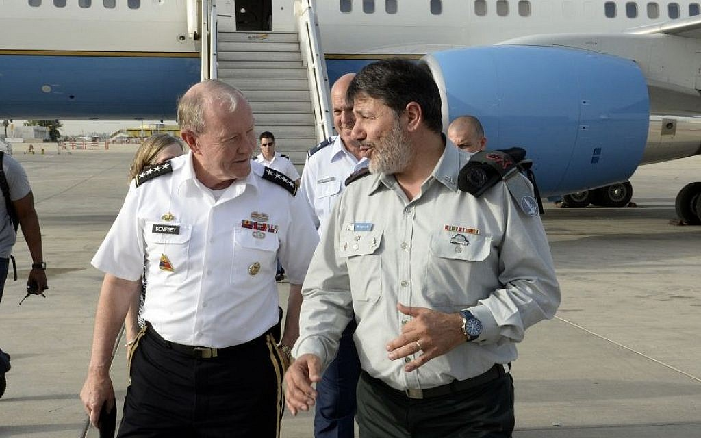 Chairman of Joint Chiefs of Staff Martin Dempsey (L) and IDF Gen. Yaacov Aish, Israeli Military Attache in Washington, walking after Dempsey lands in Israel, June 8, 2015. (Matty Stern/US Embassy Tel Aviv)