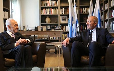 Former president Shimon Peres hosts visiting Orange CEO Stephane Richard on June 12, 2015 (via Facebook)
