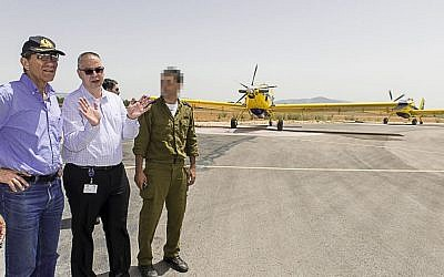 Shmuel Zucker, head of the Defense Ministry's Acquisition Administration, talks with Capricorn Medan, VP Elbit Systems aircraft and a firefighting squadron commander. (Defense Ministry/Schlomo Shoham)