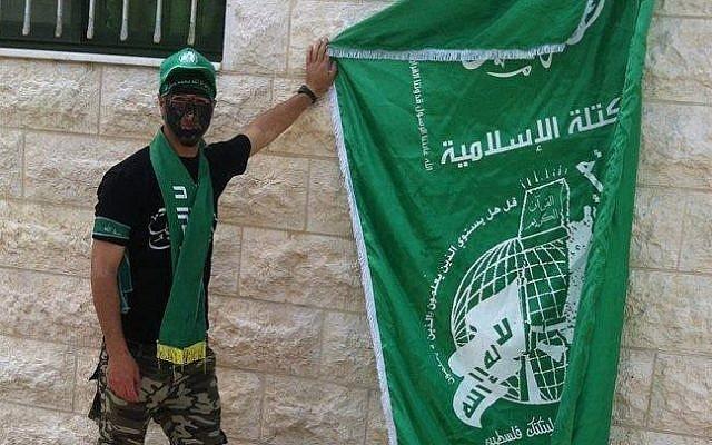 Yasser Tarwa displays Hamas flag al-Resalah Facebook page
