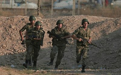 Illustrative photo of Turkish soldiers in southeastern Turkey, June 15, 2015 (AP/Lefteris Pitarakis)