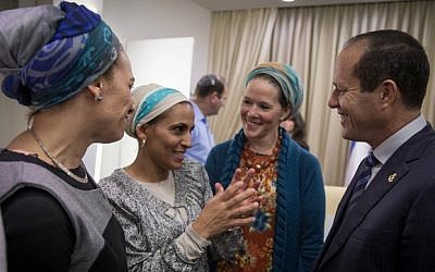 Bat-Galim Shaer, Iris Yifrach and Racheli Fraenkel with Jerusalem Mayor Nir Barkat at launch event for Jerusalem Unity Prize in January 2015. (Hadas Parush)