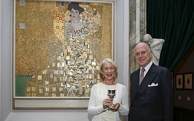 Academy Award winner Helen Mirren and World Jewish Congress President Ronald S. Lauder in front of the famous 'Portrait of Adele Bloch-Bauer I,' nicknamed 'Woman in Gold'  in June 2015. (Shahar Azran)