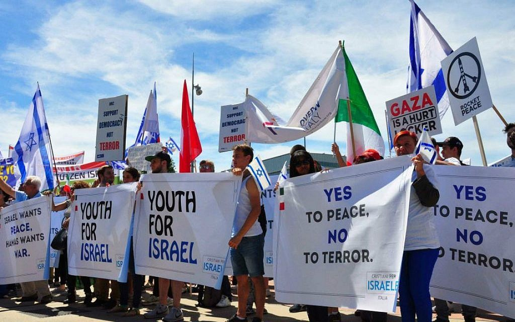 Supporters of Israel rallying outside the UN building in Geneva as the Human Rights Council met, June 29,  2015 (World Jewish Congress)