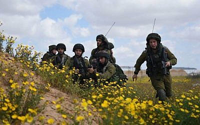 Soldiers of the Gaza border division take part in a drill on March 22, 2015. The purpose of the drill was to reenact scenarios following lessons learned from last summer's Operation Protective Edge. (IDF Spokesperson's Unit)