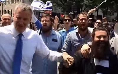 NY mayor Bill de Blasio dances with Chabad at the Celebrate Israel parade in New York City on May 31, 2015. (Screenshot)