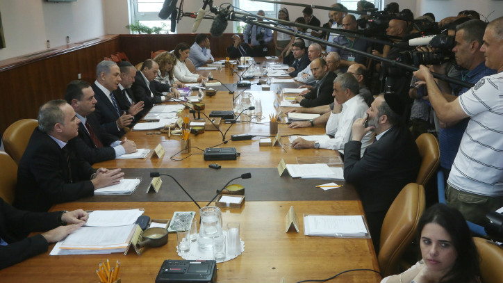 A May 26, 2015 meeting of the full cabinet, half of which serves on the security cabinet (Merc Israel Sellem/ POOL/ Flash 90)