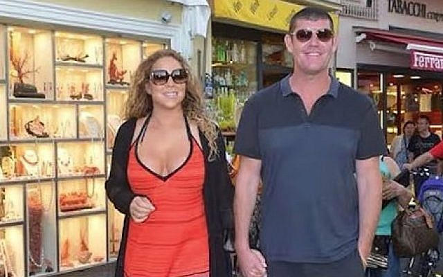 Singer Mariah Carey strolls hand-in-hand with her significant other, Australian businessman James Packer, in Capri, Italy, in June 2015. (Screen capture: YouTube)