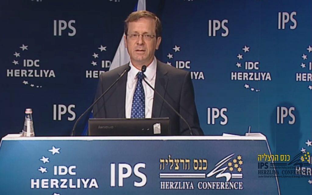Zionist Union leader Isaac Herzog speaks at the Herzliya Conference, June 7, 2015. (Screen capture: Herzliya Conference)